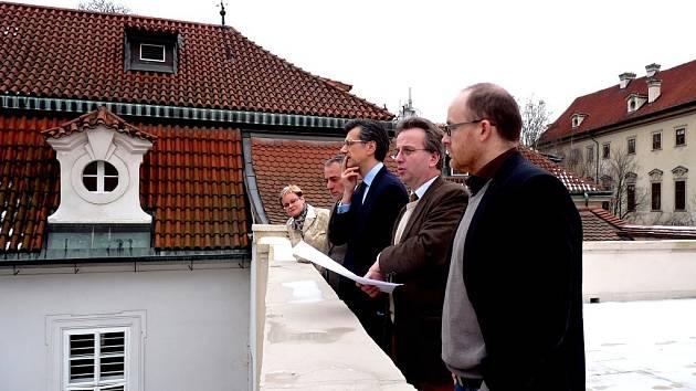 O budoucí podobě zahrad francouzské ambasády v Praze rozhodoval i současný velvyslanec. Ze čtyř nejzajímavějších návrhů nyní vznikne jeden, který se na jaře dočká realizace.