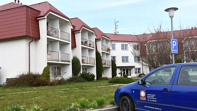 Desítka zaměstnanců, kteří se o klienty v Dolním Újezdu starali, je v karanténě.