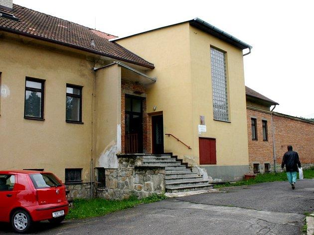 Kulturní centrum v objektu mateřské školy. Z bývalé kuchyně vzniklo místo pro setkávání.