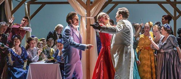 Opera Evžen Oněgin. Pořadatelé Národního festivalu Smetanova Litomyšl zveřejnili program letošního ročníku. Na nádvoří zámku se vrací opery a velké koncerty.