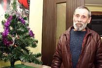 Josef Říha (na snímku) žije od druhého rozvodu na ulici.