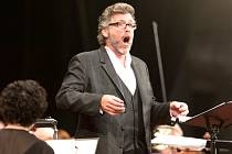 V podání jednoho z nejlepších současných barytonistů Thomase Hampsona zazněl ve středu na mezinárodním festivalu Smetanova Litomyšl orchestrální písňový cyklus české skladatelky Sylvie Bodorové.