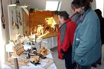 Výtvarník Petr Novotný  představuje v Muzeu řemesel ve Vendolí svá řezbářská díla. Vystavené exponáty tvoří zlomek z výtvarníkovy tvorby. Nechybí zde betlémy, hodiny, fajfky nebo praktické formy na sýry a pečivo.