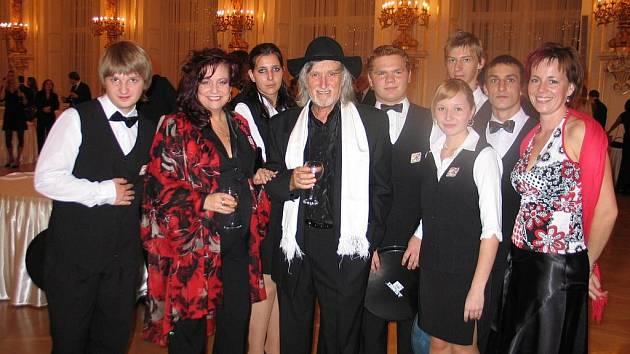 Studenti z Poličky obsluhovali na Pražském hradě u příležitosti oslav 28. října.
