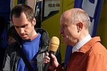 Redaktor René Flášar diskutoval se starostou Josefem Ošťádalem o chybějícím společenském sálu.