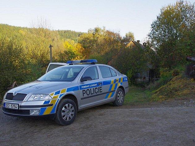 Dům s nebezpečnými látkami střeží policisté.