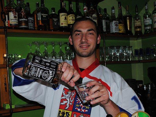 Fanoušci hokeje si užívali finálový zápas v litomyšlském baru.