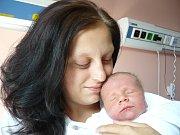 RICHARD ČERNÝ. Maminka Miluše z Moravské Třebové se raduje od 19. srpna 11.20 hodin z narození svého synáčka. Sestřičky mu navážily 3,9 kilogramu a naměřily 52 centimetrů.
