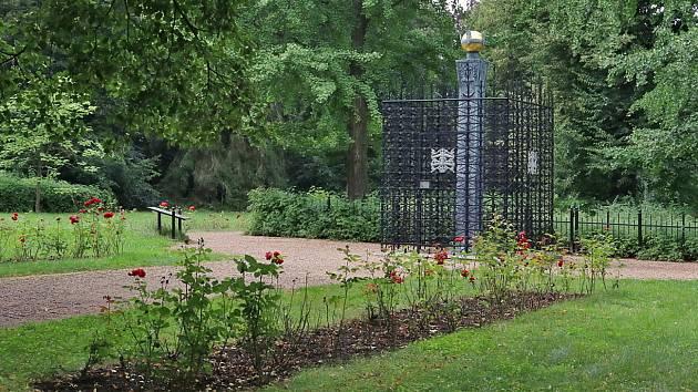 Růžový palouček u Újezdce na Litomyšlsku se může stát centrem Čechů žijících v zahraničí nebo těch, kteří se k českým kořenům hlásí.