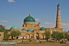 Chiva - minaret Islama Hodži a mauzoleum Mahmuda Pahlavana
