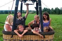 Let balónem byl pro táborníky z Jedlové opravdovým zážitkem.