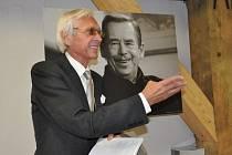 FOTOGRAF OLDŘICH  ŠKÁCHA  vystavuje nyní v Litomyšli snímky zesnulého prezidenta Václava Havla. Žádné rukotřasy tady ale nečekejte.