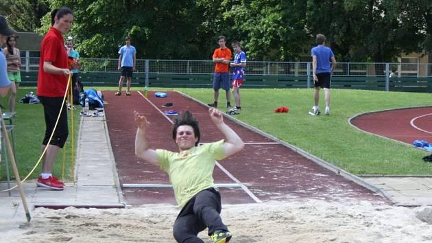 NEJLEPŠÍ družstva a  jednotlivci z  Pardubického kraje  soutěžili  na hřišti Základní školy Palackého v Moravské Třebové o Odznak všestrannosti olympijských vítězů.