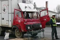 Středeční nehoda avie u přechodu k autobusovému nádraží ve Svitavách.