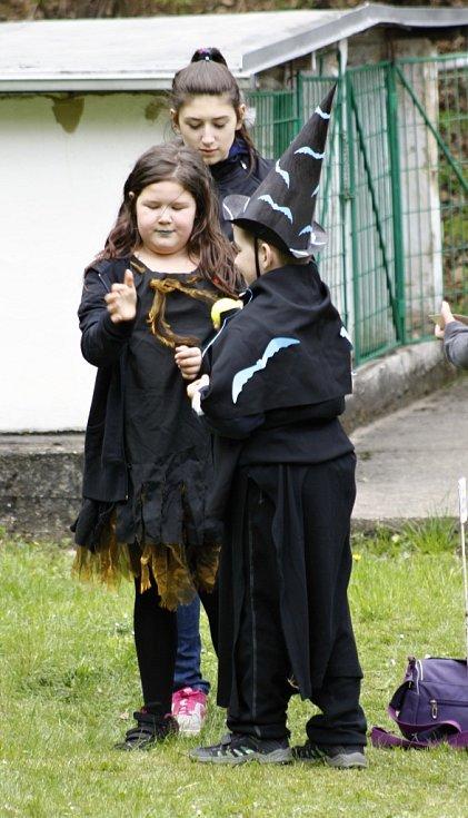 Když slet čarodějnic a čarodějů, tak pořádný. Děti se na čarodějnice nanečisto skvěle vymódily.