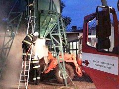 Pracné hašení vznícených pilin zaměstnalo hasiče v Poličce