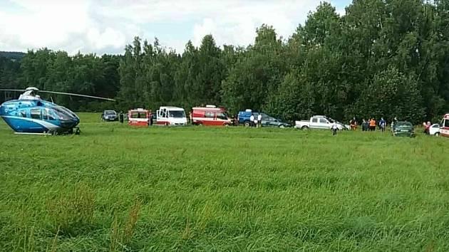 Policisté a hasiči u Vysoké nedaleko Jevíčka po ztracené malé holčičce.