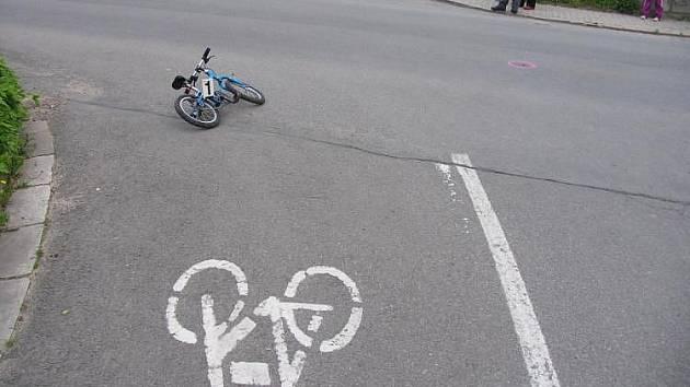 Malý cyklista nedal přednost.