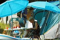 Loňský teplý červenec a deštivý srpen se podepsaly na tržbách provozovatelů kempů. Ti doufají, že se letos situace opakovat nebude.