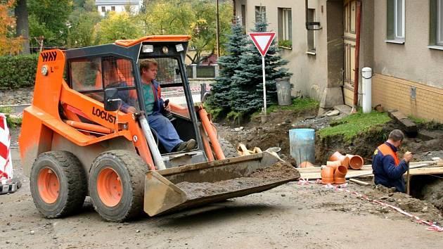 Rekonstrukce místní komunikace v Bystrém, která je součástí náměstí Na podkově.