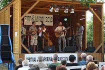 VÍKEND na  Svojanově si užívali návštěvníci i milovníci dobré muziky. Ta zněla v sobotu horním nádvořím.