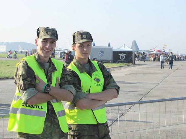 Studenti vojenské  školy  se zúčastnili  Dnů  NATO  2011.  Zhlédli  mimo jiné ukázku   techniky české armády.