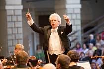 SMETANOVA LITOMYŠL je zahájena. Začala s Českou filharmonií s dirigentem Jiřím Bělohlávkem.