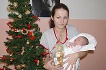 Děťátko bylo nejhezčím dárkem pod stromečkem.