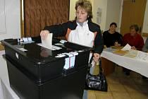 Volby v poličském okrsku č.5.