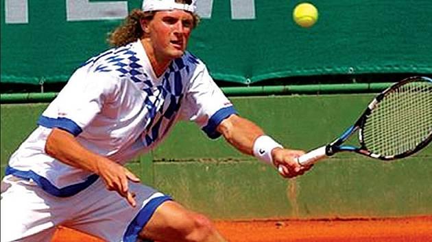 Osmnáct zápasů v řadě vyhrál v Rieter Cupu přerovský tenista Pavel Šnobel. Jeho spanilou jízdu ve třech ročnících turnaje až letos zastavil Jaroslav Pospíšil, který trajnásobného vítěze vyřadil v semifinále.