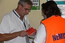 Lékaři a sestry z litomyšlské nemocnice si procvičili svou připravenost na nehodu s větším počtem raněných.