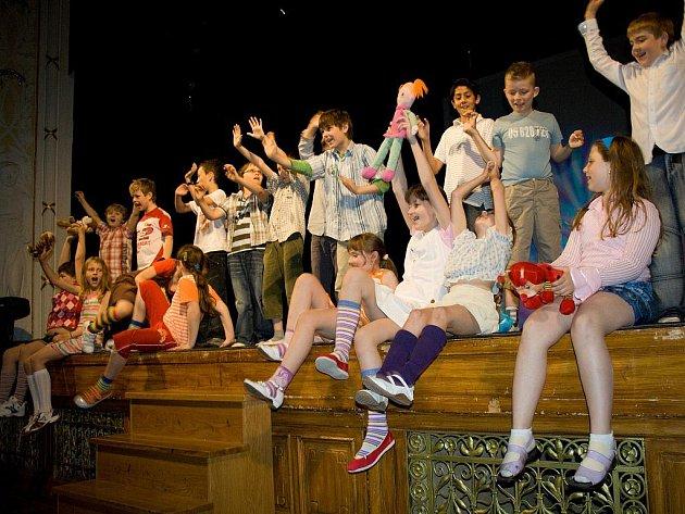 Mezinárodní den dětí oslavily děti s rodiči a učiteli základní školy U školek v Litomyšli slavnostní akademií.