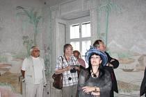 Na faře v Křenově mají muzeum. Kromě různých předmětů, které připomínají život faráře a farnosti, zde návštěvníci najdou také tajemný čínský salonek.