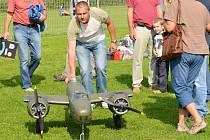 Obdiv si na leteckém dni v Litomyšli zasloužili nejen piloti, ale i modeláři, kteří svá letadla nechali odpočívat.