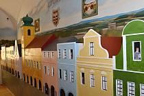 Návštěvníci mohou obdivovat v nově otevřeném litomyšlském muzeu nejen kopii obloukové lampy Františka Křižíka.  Jedinečný je i pohled na archeologické vykopávky.