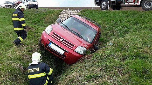 Nehoda vChrastavci. Nehoda na silnici zLitomyšle do Poličky.