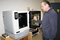Maximální rozměry výrobku, který mohou ve škole vytisknou, jsou dané tiskovým prostorem, tedy  20x15x15 centimetrů.