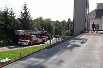 Na pomoc muži přijeli hasiči z Litomyšle a Svitav.