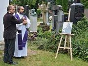 Uložení ostatků rektora Stříteského na litomyšlském hřbitově. Foto:
