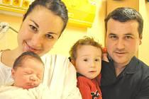 SILVIE ROUŠAROVÁ.  Manželé Pavlína a Zdeněk se stali 23. února v 8.34 hodin rodiči první dcery. Silvie se narodila v Litomyšli a vážila 3,25 kilogramu a měřila 49 centimetrů.  Ze sestřičky má radost také dvouletý Patrik. Rodina bydlí v Poličce.