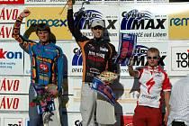 Jan Svoboda (první zleva) z litomyšlského klubu Cyklo Stratílek na stupních vítězů po jednom z náročných závodů letošní sezony.