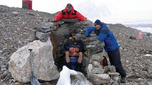 Základní tábor bude expedice obývat sedm týdnů.