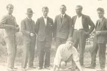 ÚSEK SILNICE, který měl být pod dohledem změřen, byl přesně stanoven ve smlouvě podepsané Antonínem Kopeckým na jedné straně a šesti pány z Litomyšle na straně druhé