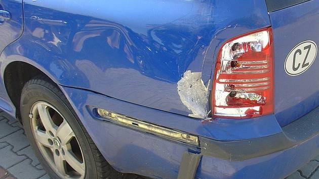 Se Suzuki narazil do osobního automobilu.