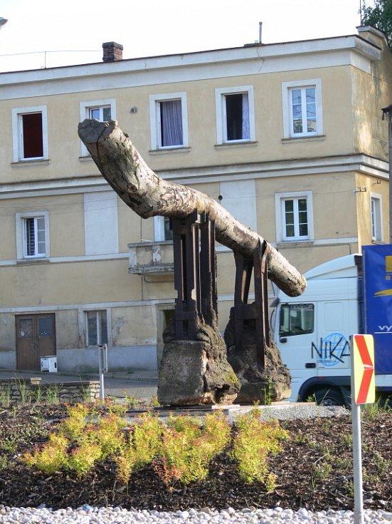"""Nové sochy v Litomyšli. """"Brána"""""""