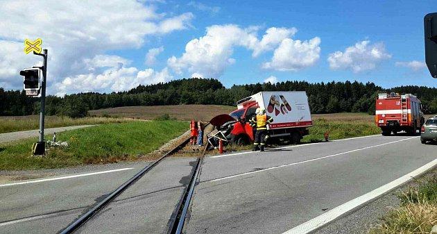 Nehoda vKamenci na železničním přejezdu.