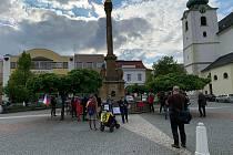 Ve čtvrtek navečer lidé demonstrovali ve Svitavách na náměstí.