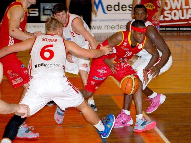 Pardubice splnily se štěstím roli favorita, svitavským Turům v závěru v užší rotaci docházely síly.
