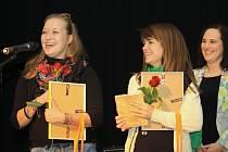 Dobrovolnice ze zahraničí, Olga Panova z Ruské federace a Zoraida Jiménez Navas ze Španělska, které pracují ve svitavském rodinném centru Krůček, obdržely zvláštní cenu Europe Direct.