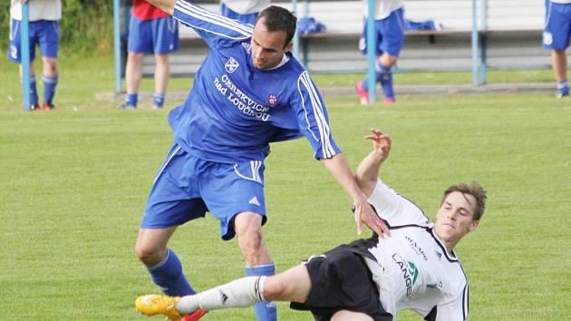 Cerekvický tým (v modrém) dal zapomenout na propadák z minulého týdne a proti Ústí podal výrazně zlepšený výkon.